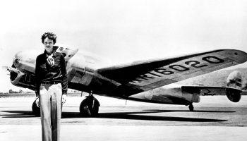 air femme historia de la piloto Amelia Earhart