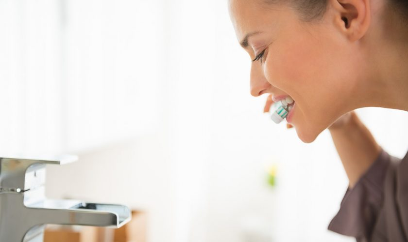 air-femme-limpieza-dental