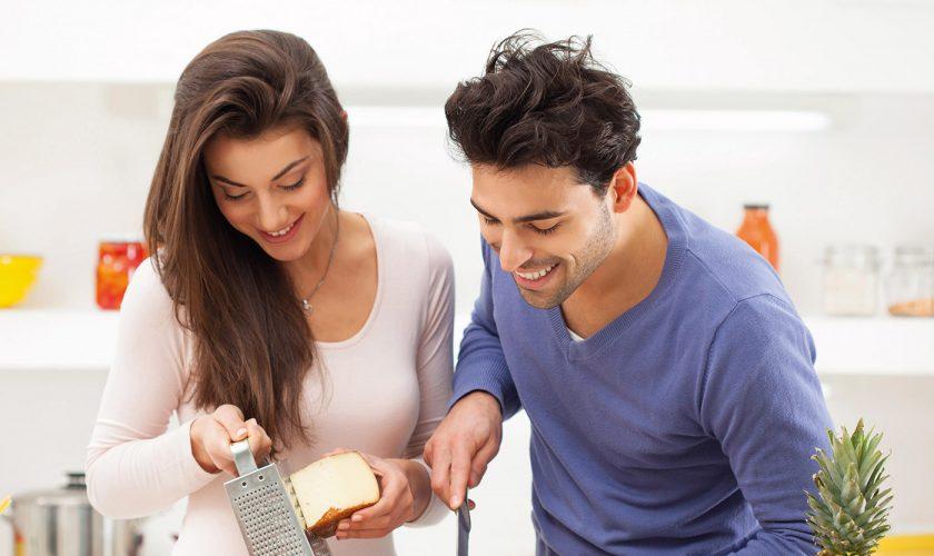 air-femme-techo-de-cristal-pareja-cocinando